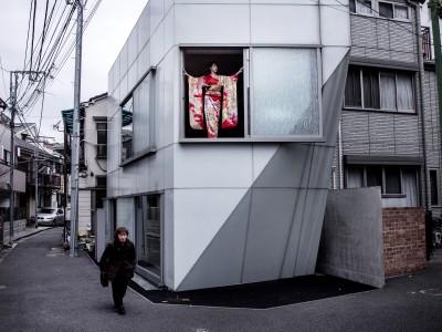 Tokyo Japan 29 februari 2016  Fotoshoot in de AHouse ontworpen door architect Wiel Arets met Stefanie Joosten in traditionele Kimono. Stefanie uit Meerssen is gamepersonage Quiet in Metal Gear Sold Five Model en Actrice © Harry Heuts 2016